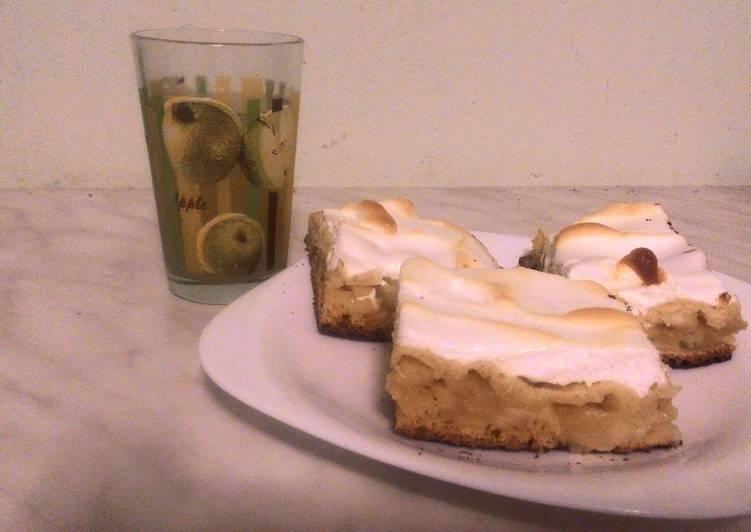 Яблочный песочный пирог со взбитыми белками