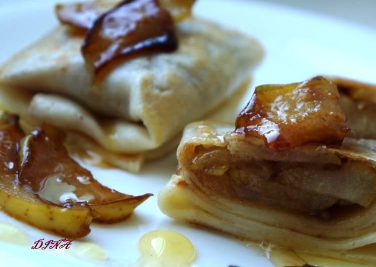 Блинчики с карамелезированной грушей и мёдом