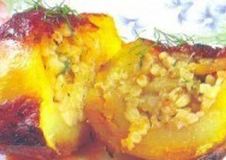 Картофель, фаршированный рисом и луком