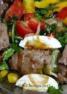 Салат с печенью и рукколой