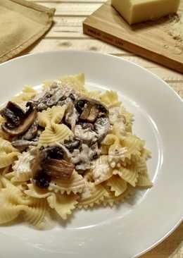 Фарфалле (макароны) в сливочном соусе с шампиньонами