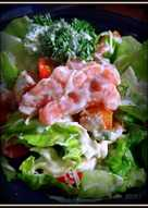 Салат цезарь с подкопченной слабосолёной семгой