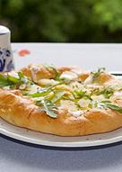 Картофельная галета с рукколой и сырными сливками