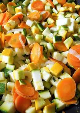 Летний овощной гарнир из молодых кабачков