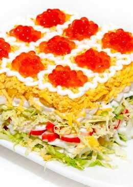 Очень вкусный и красивый Новогодний салат с икрой и кальмарами