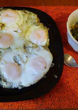 Куриная печень с овощами и яичница на на ее бульоне по-простецки )