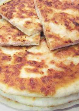 Сырные лепешки с колбасой