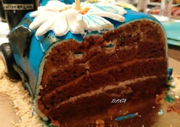 Шоколадный торт со сметанным кремом и варёной сгущёнкой