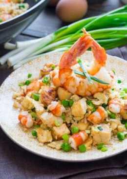 Жаренный рис с креветками и яйцом