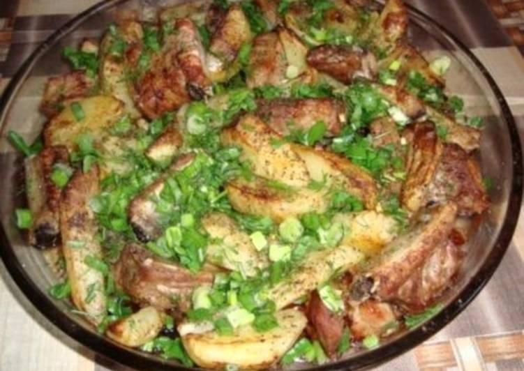 Свиные ребрышки с картофелем по-деревенски