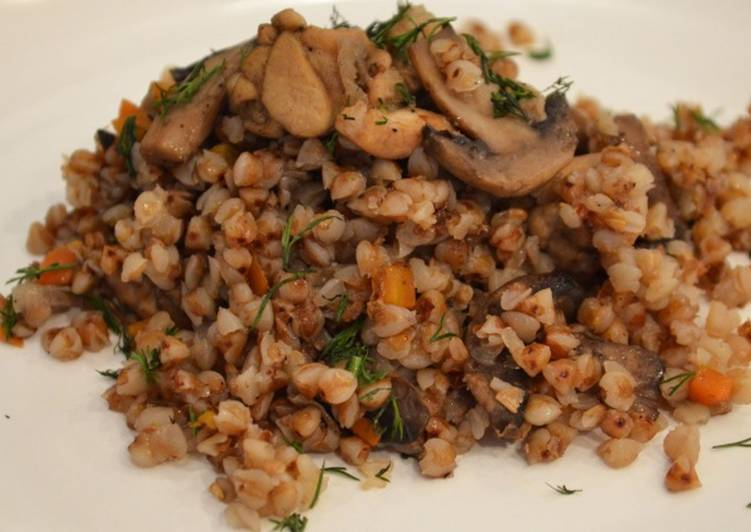 гречка с сушеными грибами и луком и морковью