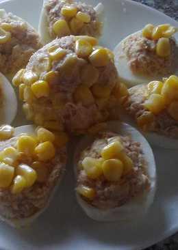 Фаршированные яйца сардинами и кукурузой