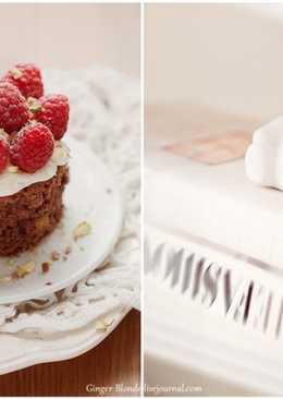 Шоколадные пирожные с малиной и фисташками