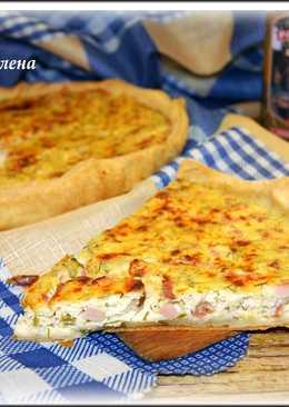 Пирог творожный с зеленью и колбасой