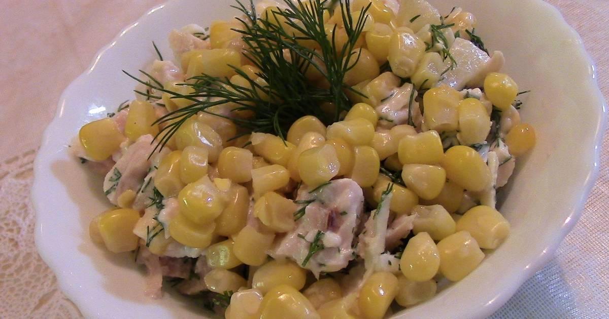 Салат с крабовыми палочками и копченым окорочком