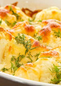 Цветная капуста под сыром и белым соусом в духовке
