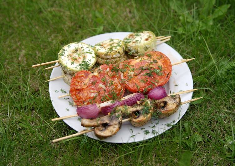 Готовим на мангале, овощи на шпажках
