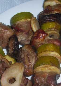 Шашлык из индейки и овощей на вертеле