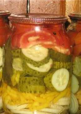 Салат-заготовка из огурцов, помидоров и лука