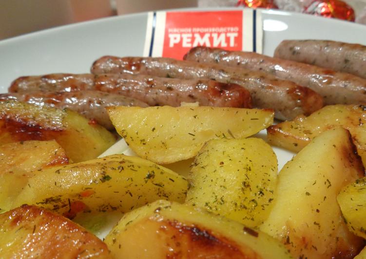 Баварские колбаски с картошкой в духовке