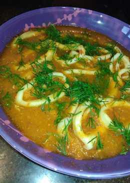 Кальмары в томатно-чесночном соусе