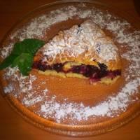 Песочный пирог с малиной и смородиной
