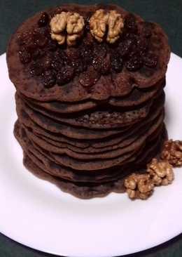 Шоколадные панкейки с орехами и изюмом (без яиц)