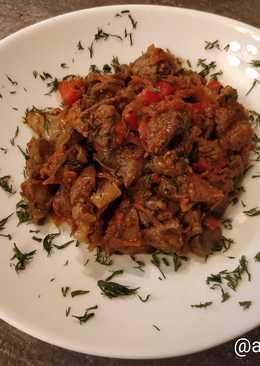Куриная печень в томатном соусе по-гречески