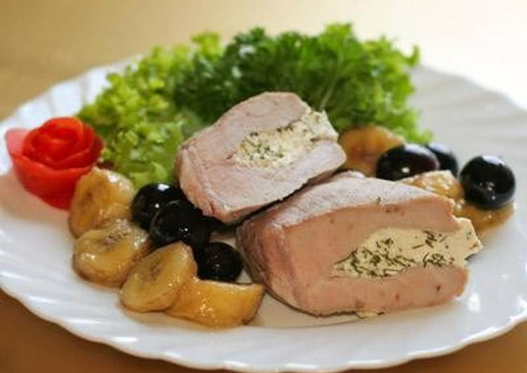 Кармашек» из свинины с творогом и фруктами