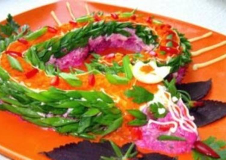 Легкий овощной новогодний салат «Змея»