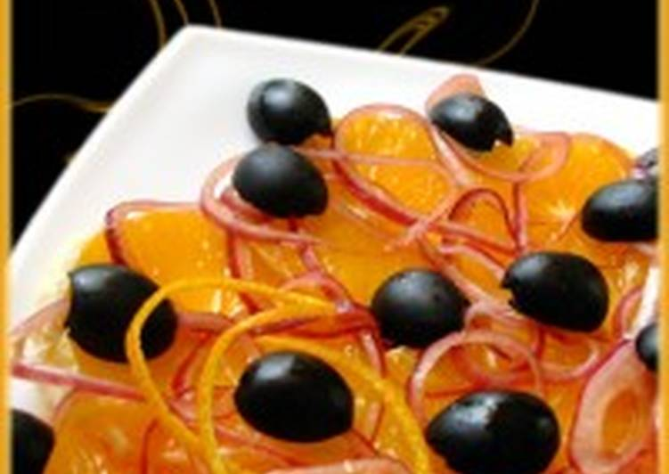 Салат из апельсина, красного лука