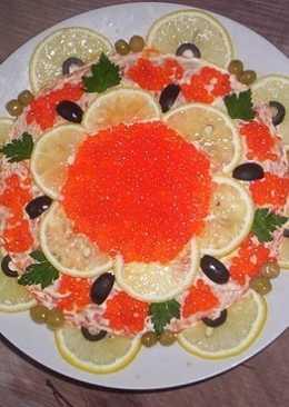 Салат с печенью трески и красной икрой