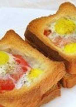 Горячие бутерброды с яйцами, окороком и помидорами