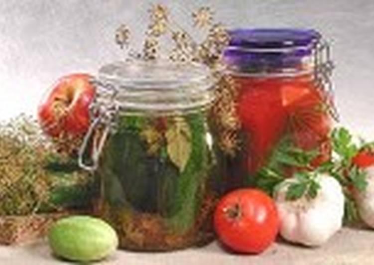 Огурцы соленые с томатным соком