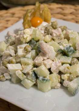 Легкий салат с огурцом и горошком