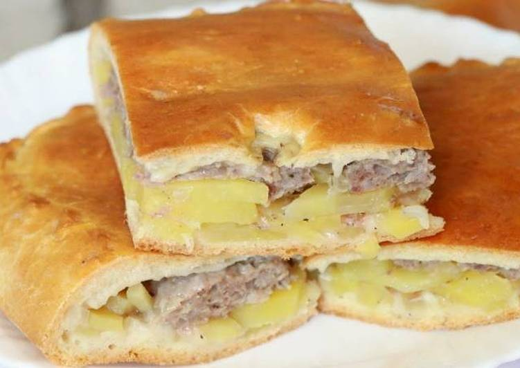 Пирог с фаршем и картошкой на кефире