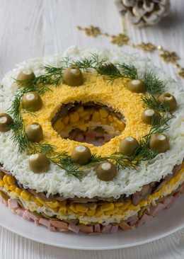 Праздничный салат с ветчиной и оливками