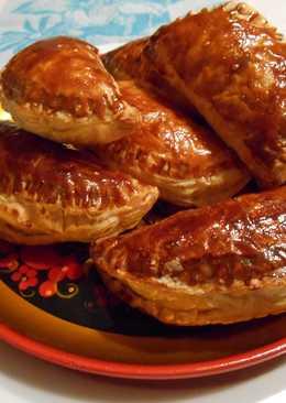 Хрустящие пирожки из слоеного теста с начинкой из жареных яблок