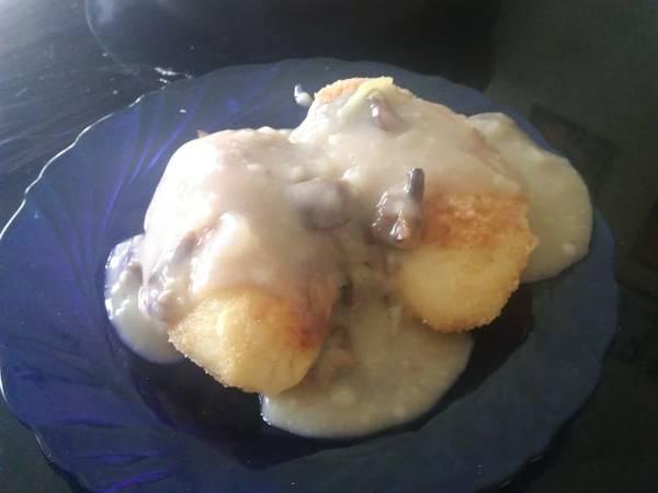 Зразы картофельные с грибами и грибным соусом
