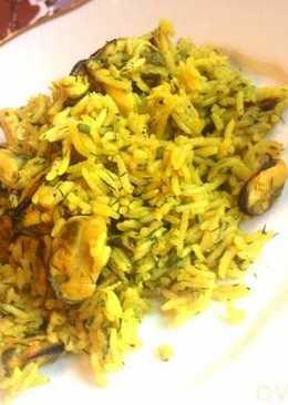 Желтый рис с мидиями