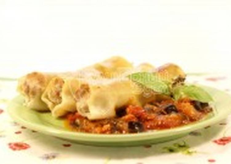 Каннеллони с мясной начинкой и томатным соусом из баклажан