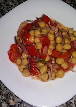 Салат с нутом и болгарским перцем