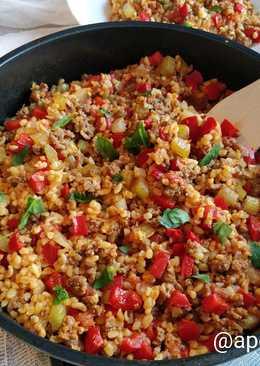 Итальянская сковорода с фаршем, булгуром и овощами