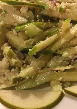 Салат из фруктов с брынзой и сельдереем