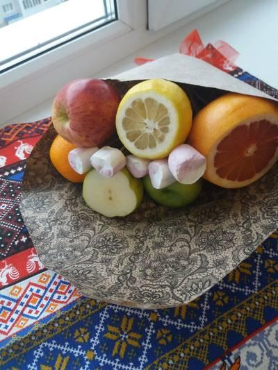 Букет из фруктов в подарок