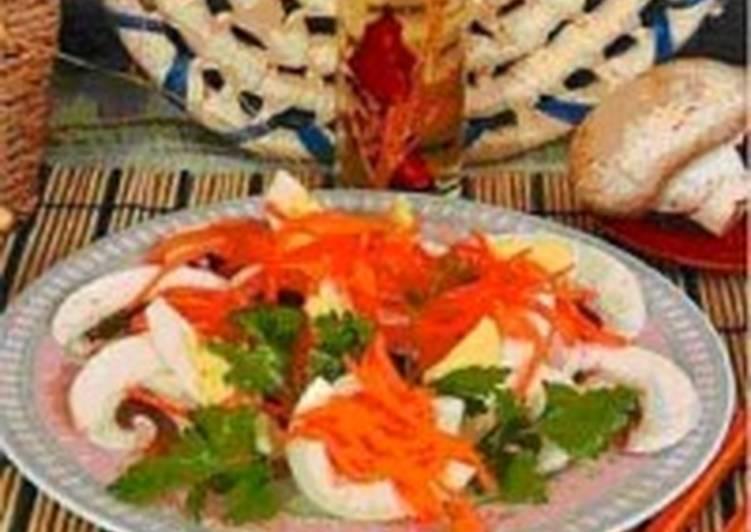 Салат из макарон с солеными грибами