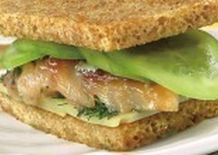 Сэндвичи с огурцами и скумбрией