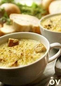 Французская роскошь: луковый суп с крутонами и сухим вином