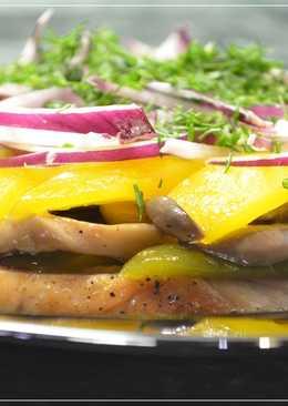 Салат с курицей и грибами в медовом соусе