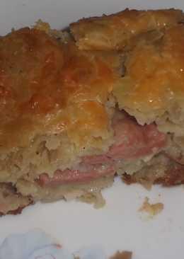 Пирог ленивый с капустой и сосисками